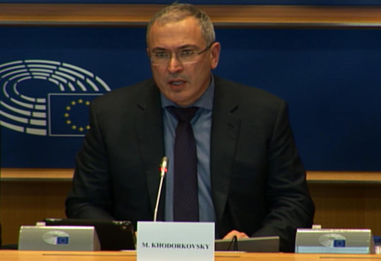 Михаил Ходорковский во время выступления на Форуме Бориса Немцова