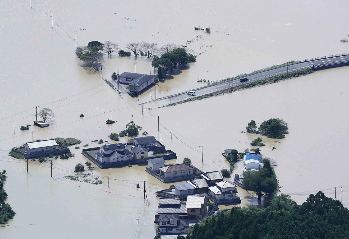Последствия тайфуна в городе Набеока. Япония, 20 сентября 2016 года. Фото: Ichiro Ohara / AP / East News