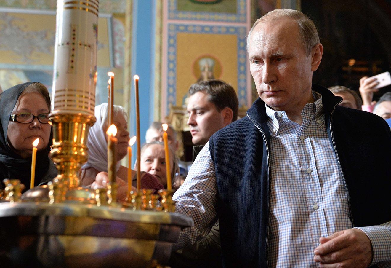 Владимир Путин в Спасо-Преображенском соборе Валаамского монастыря, 11 июля 2016 года.