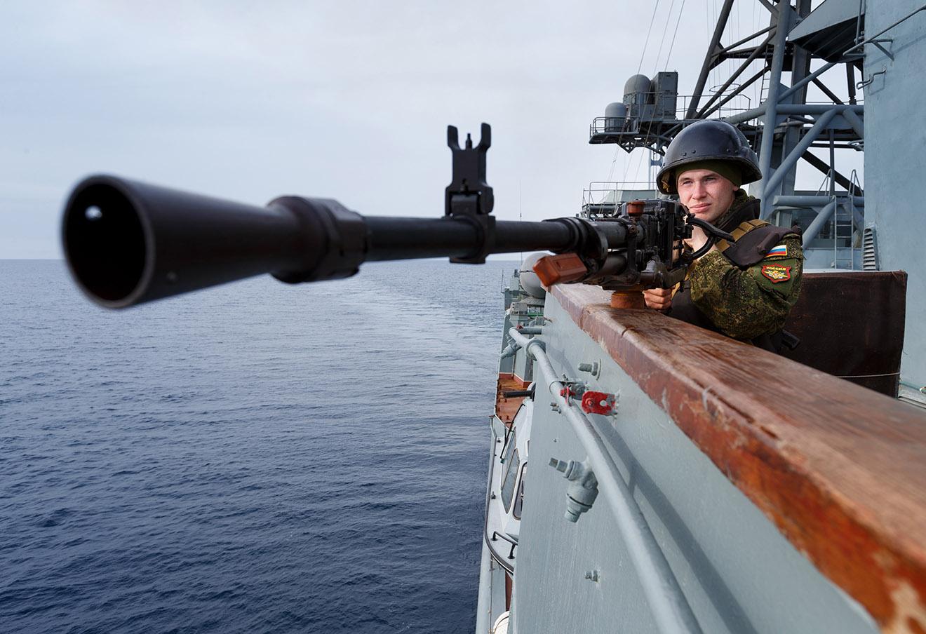 Военный на большом противолодочом корабле «Вице-адмирал Кулаков», Сирия.