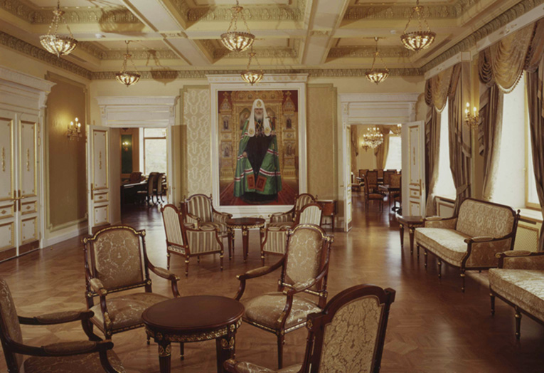 Мебель в резиденции патриарха. Фото: putilovskaya.ru