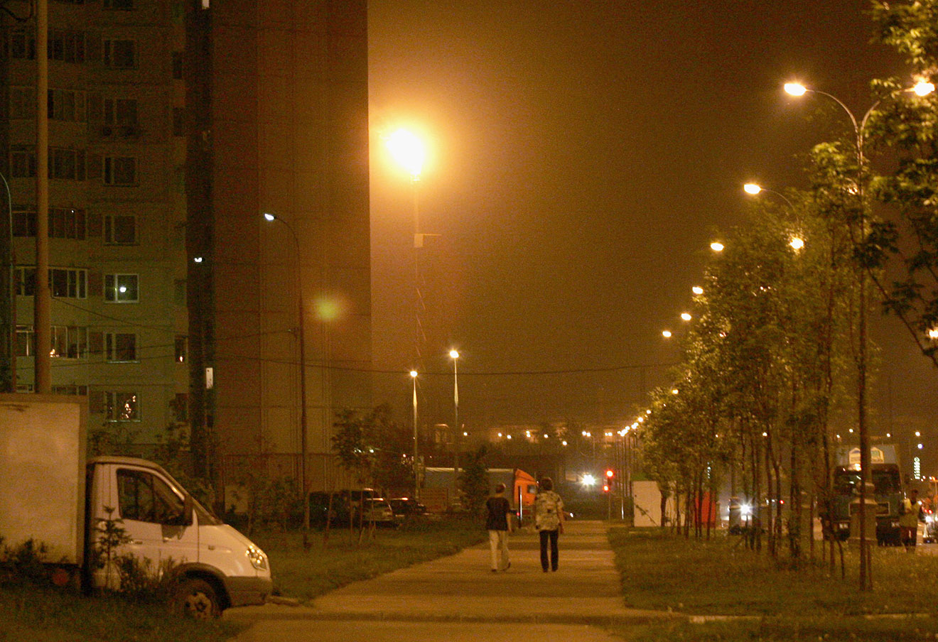 Последствия выброса газа в атмосферу на Московском нефтеперерабатывающем заводе в Капотне из-за отключения электроэнергии на подстанции «Чагино».