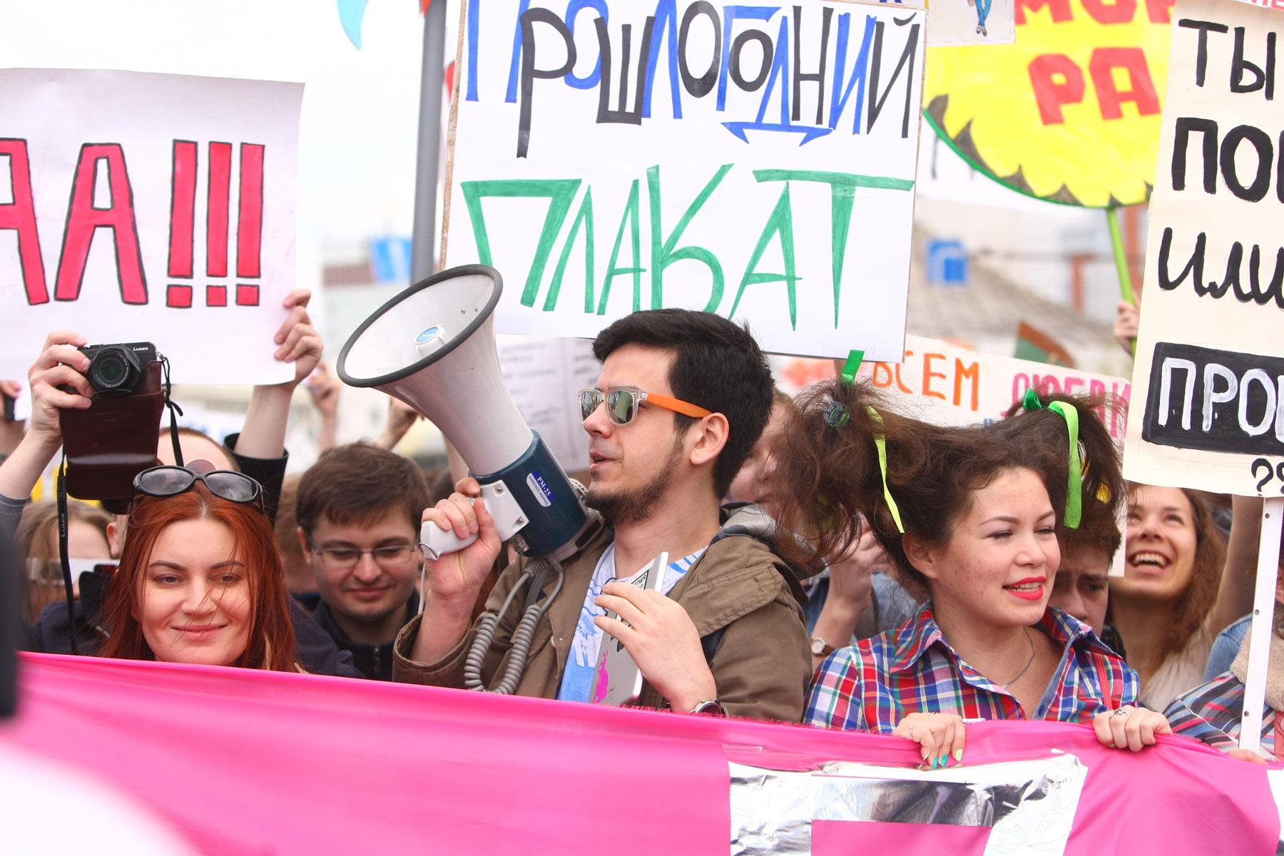 Артем Лоскутов (в центре).