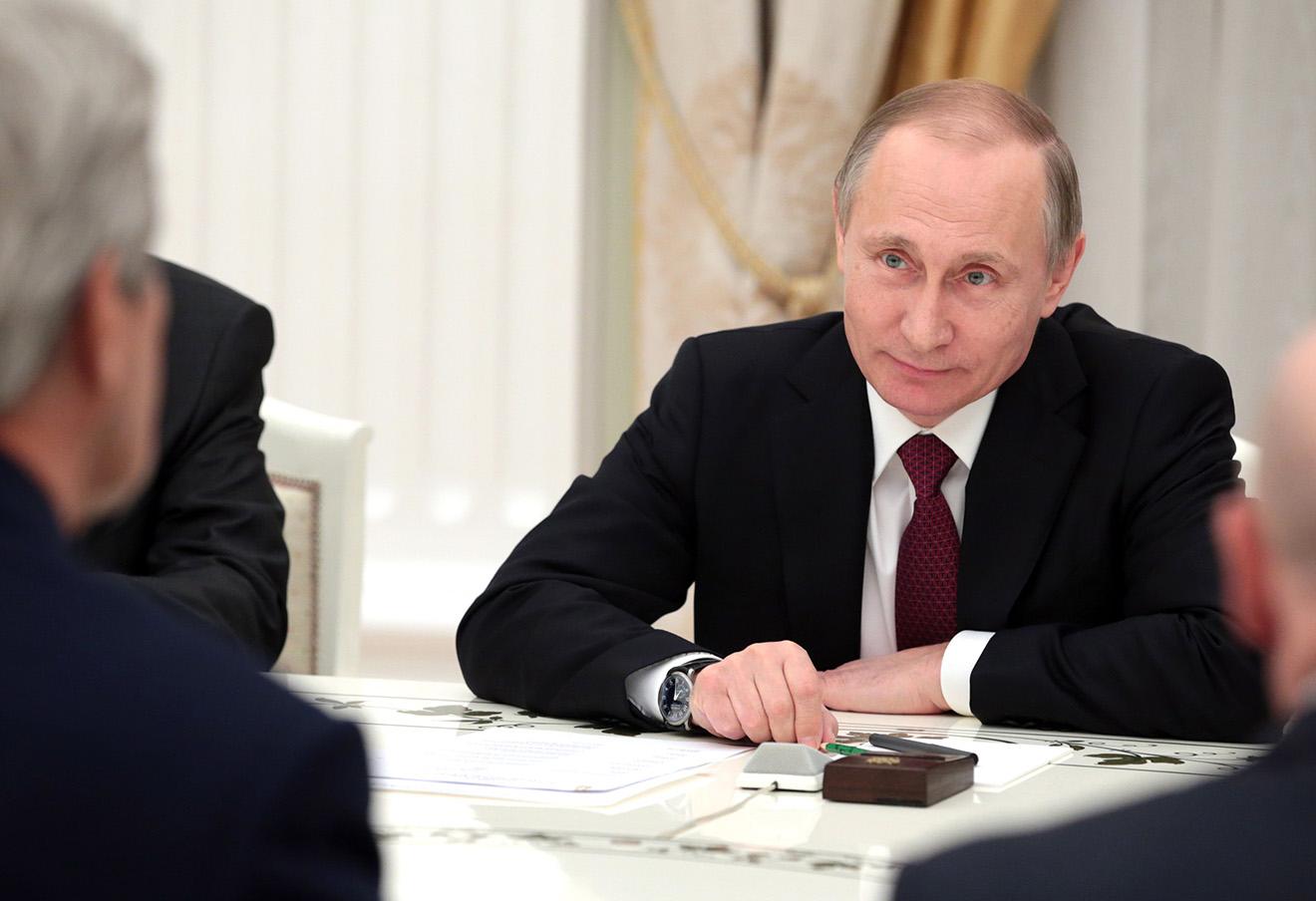 Владимир Путин во время встречи с Джоном Керри в Кремле, 24 марта 2016 года.