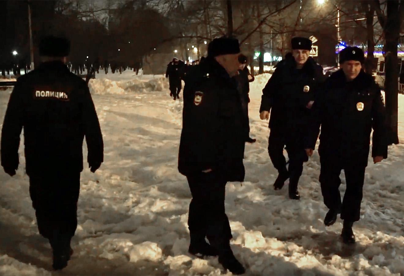Полицейские в парке «Торфянка» в ночь на 3 марта 2016 года