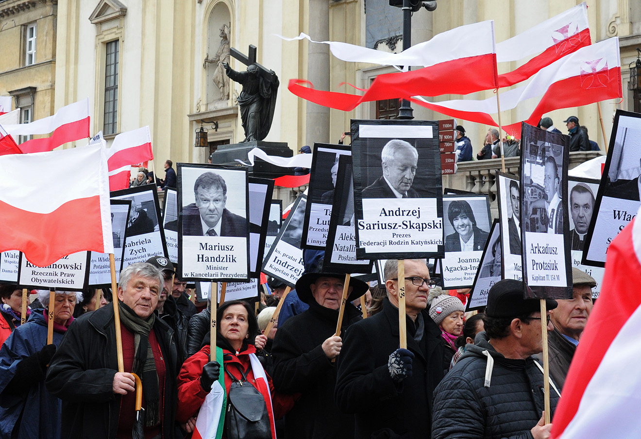 Шествие в память о жертвах авиакатастрофы президентского самолета, Варшава, 2010 год. Фото: Alik Keplicz / AP / East News
