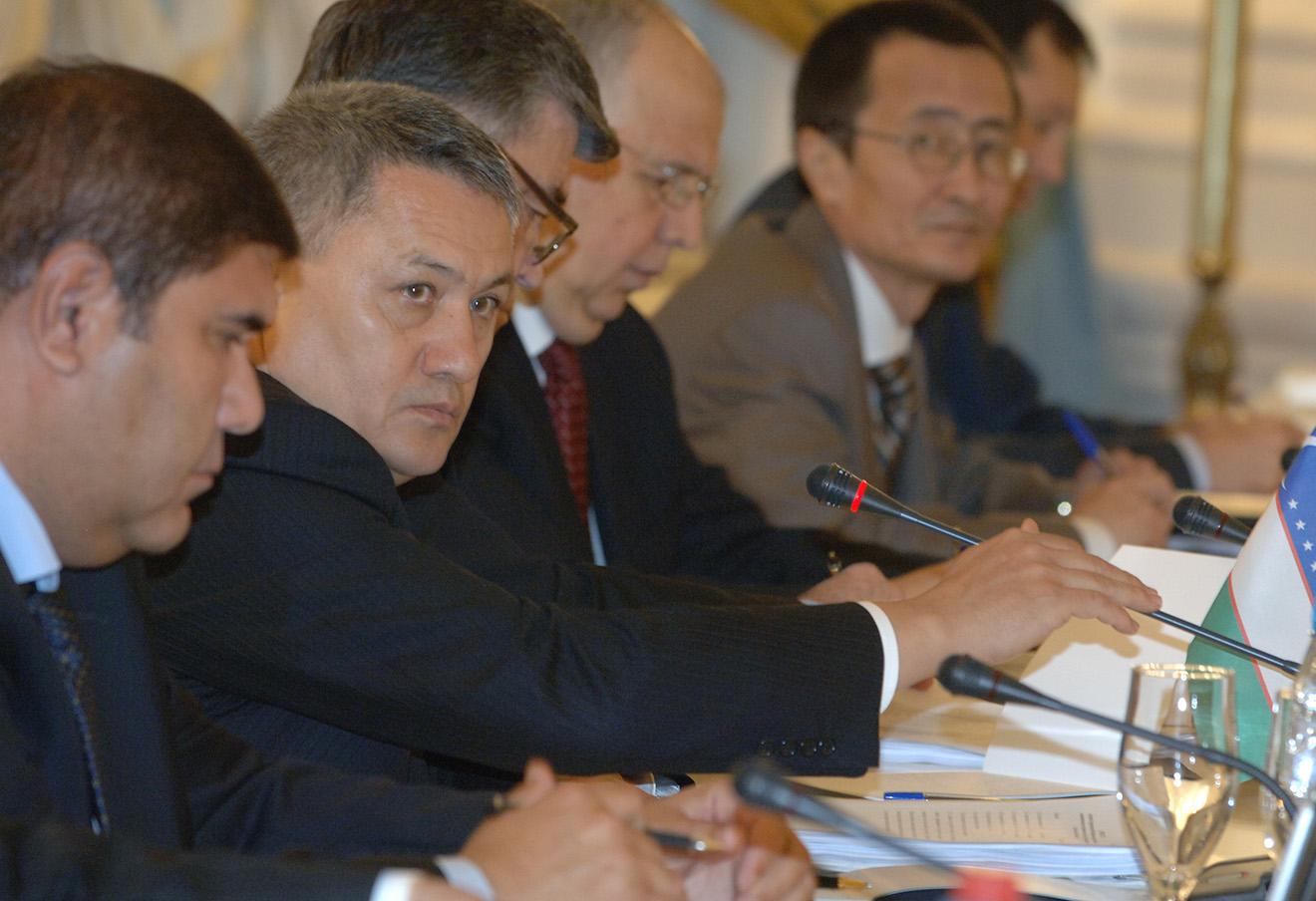 Рустам Азимов (второй слева). Фото: Александр Саверкин / ТАСС / Архив