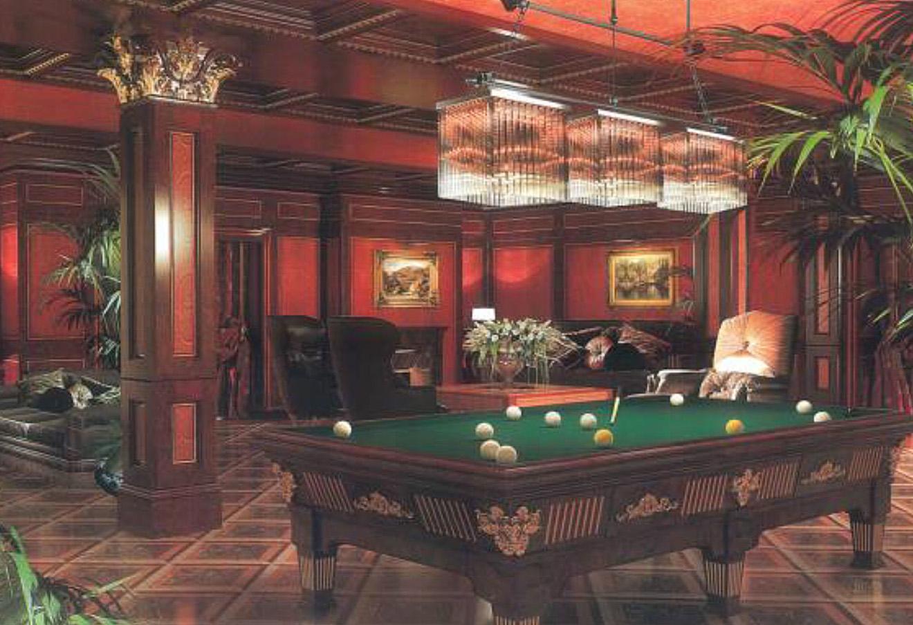Гостиная с бильярдом расположена на цокольном этаже, рядом с ней - домашний кинозал, курительная с баром, винная комната, три гардеробные и оружейная. Фото: savills.ru