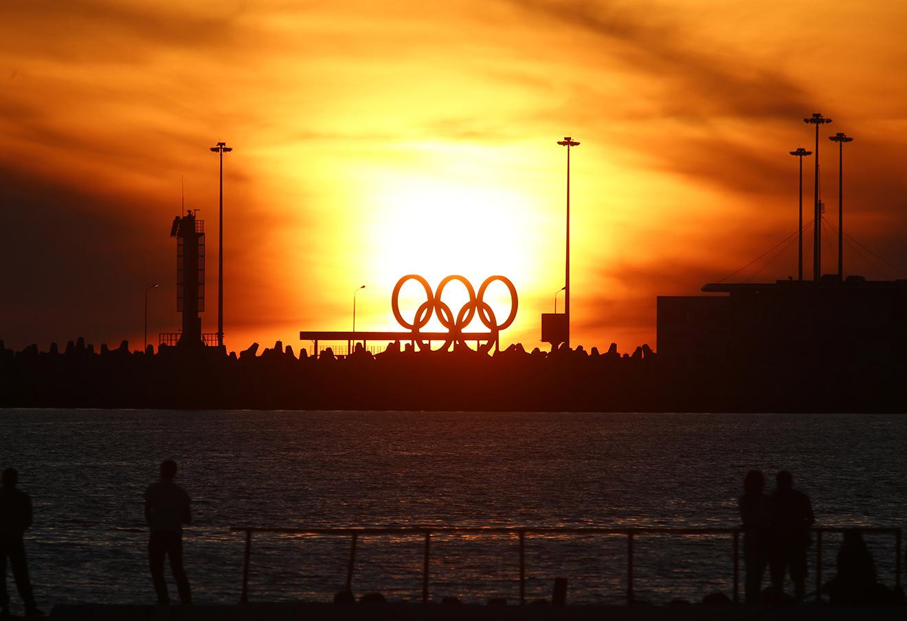 Вид на Олимпийские кольца на набережной Сочи. Фото: Валерий Матыцин / ТАСС