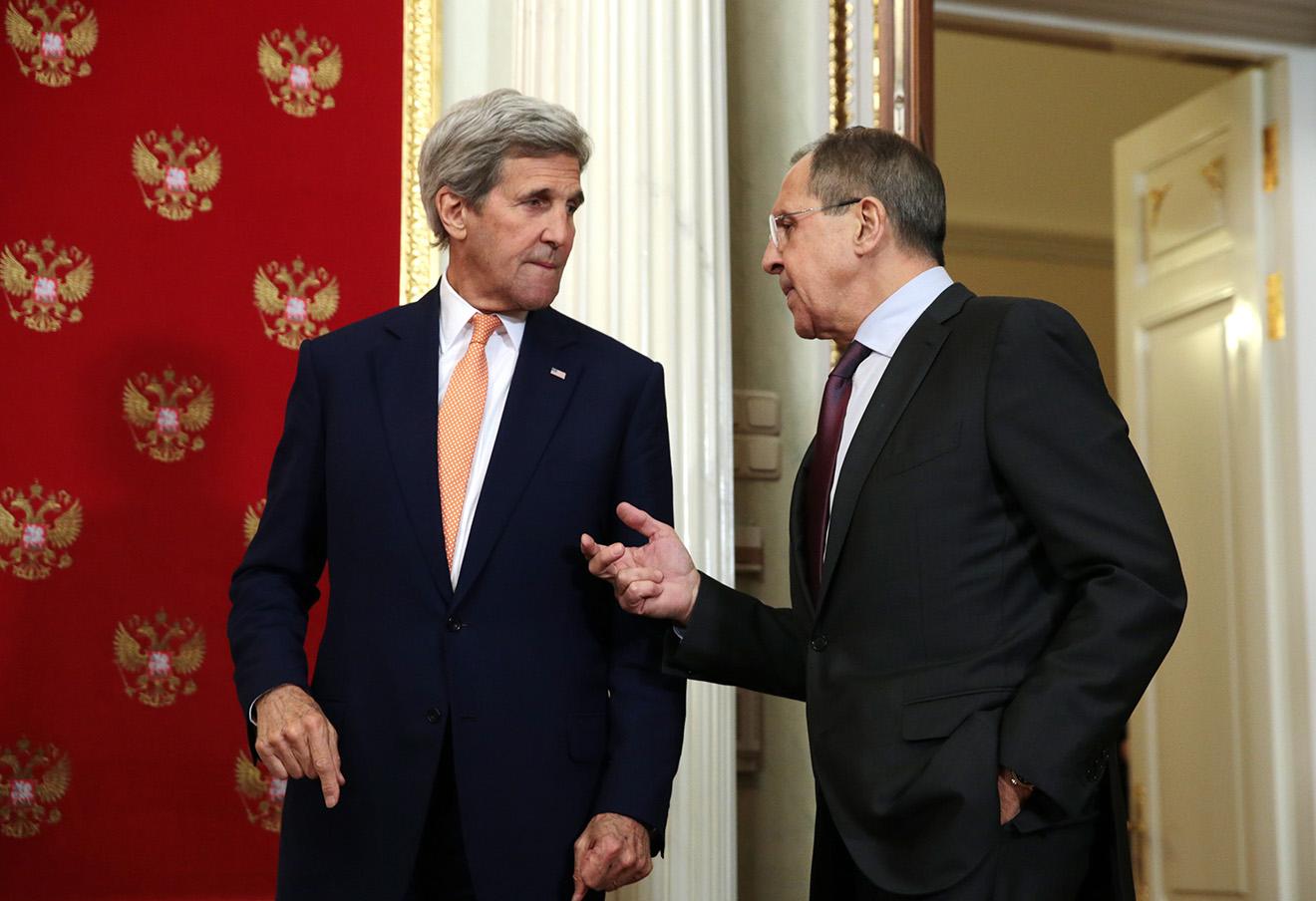 Джон Керри и Сергей Лавров (слева направо) перед началом совместной пресс-конференции по итогам встречи в Москве в марте 2016 года.