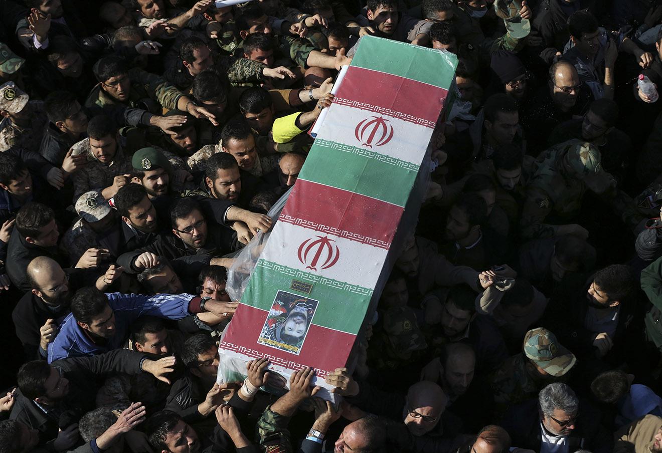 Похороны иранского генерала Мухаммада Али Аллахдади, убитого в ходе израильского удара по Сирии.