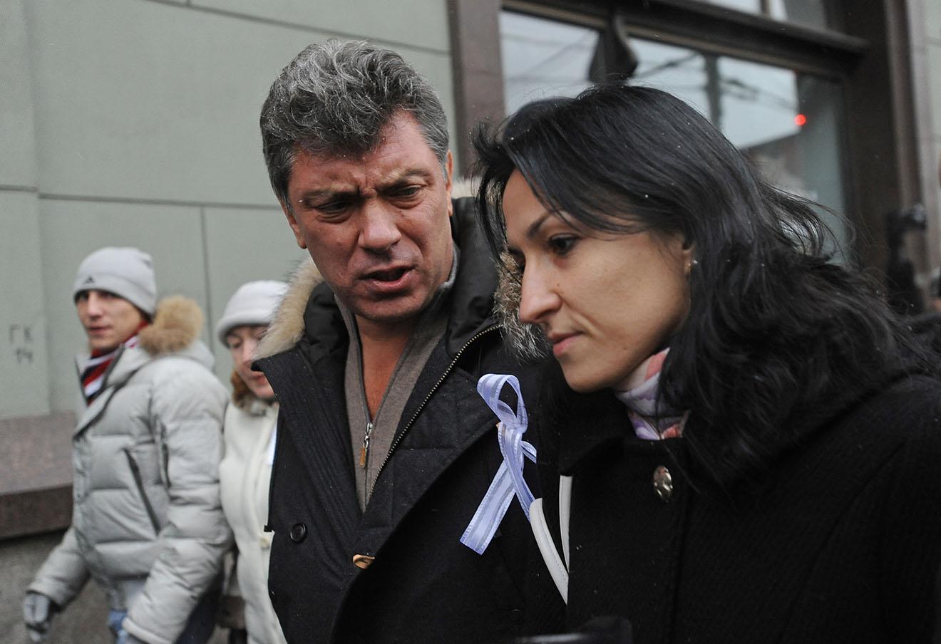 Борис Немцов и Анастасия Удальцова во время шествия от площади Революции на Болотную площадь, 10 декабря 2011 года.