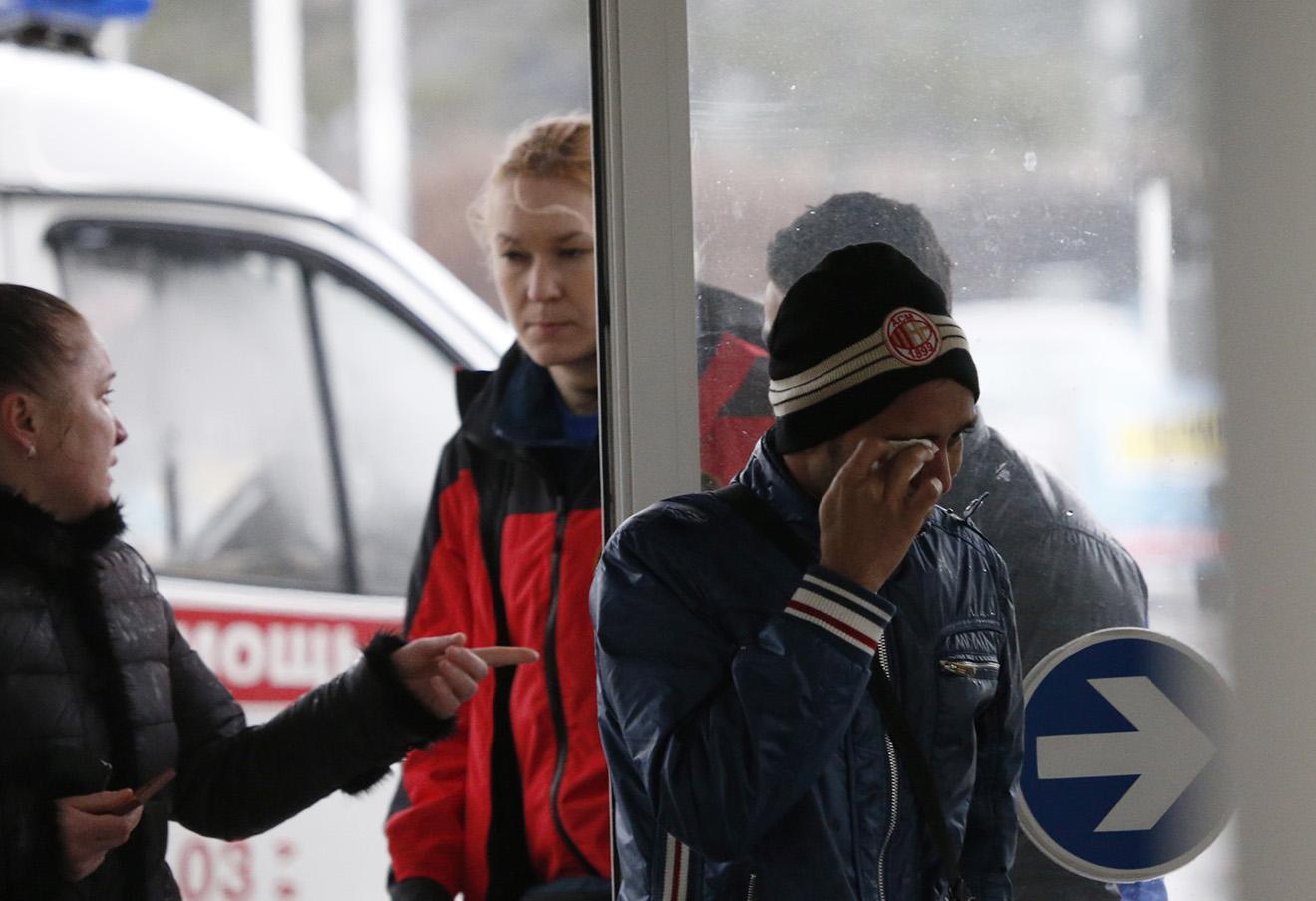 Родственники погибших в аэропорту Ростова-на-Дону 19 марта 2016 года.