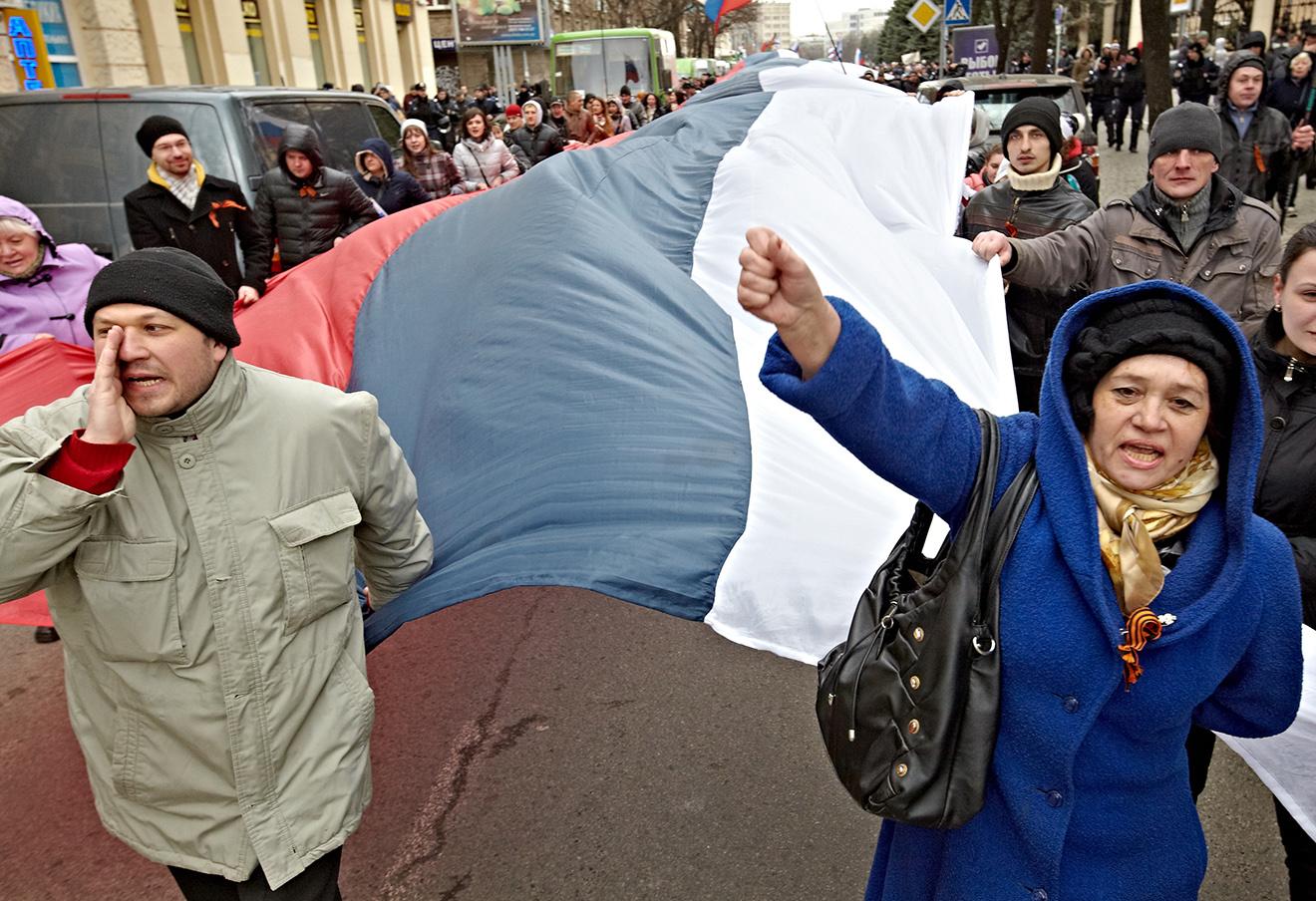 Митинг в поддержку референдума о статусе Крыма в Харькове, 16 марта 2014. Фото: Сергей Козлов / ТАСС