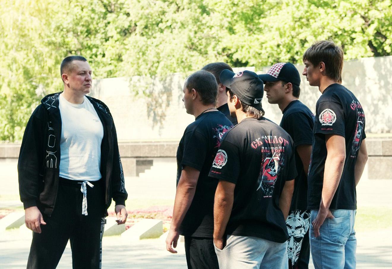 Евгений Жилин со сторонниками «Оплота». Фото: личная страница Вконтакте