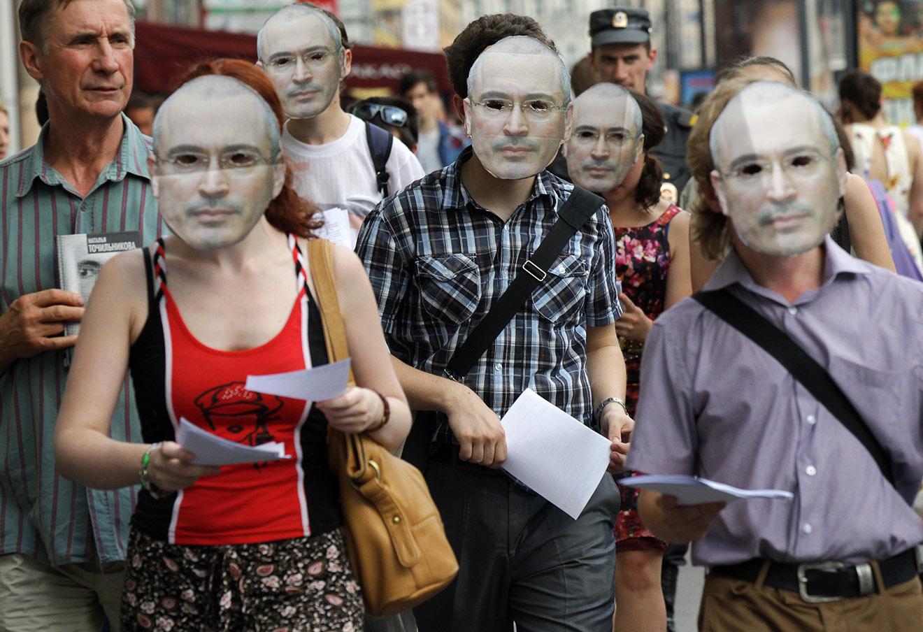 Акция, приуроченная 50-летнему юбилею Михаила Ходорковского в Санкт-Петербурге.