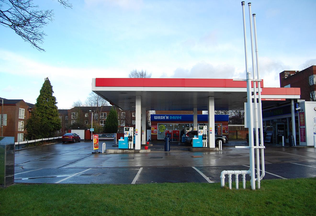 Заправка Esso (Standard Oil) в Манчестере.