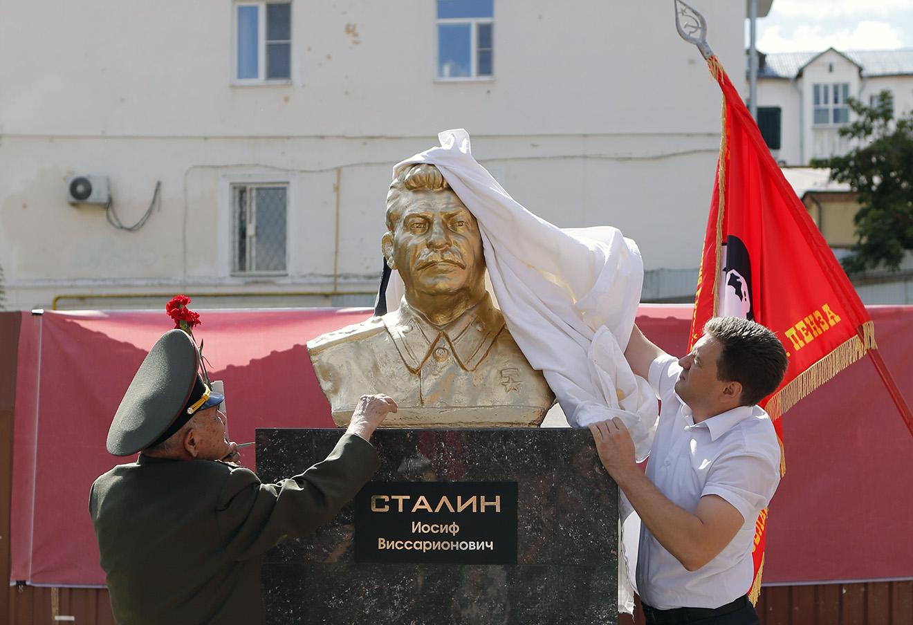Открытие памятника И.В. Сталину в Пензе, 9 сентября 2015 года.