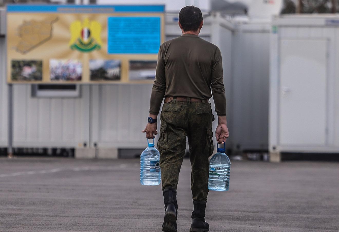 Российский военослужащий на авиабазе Хмеймим.