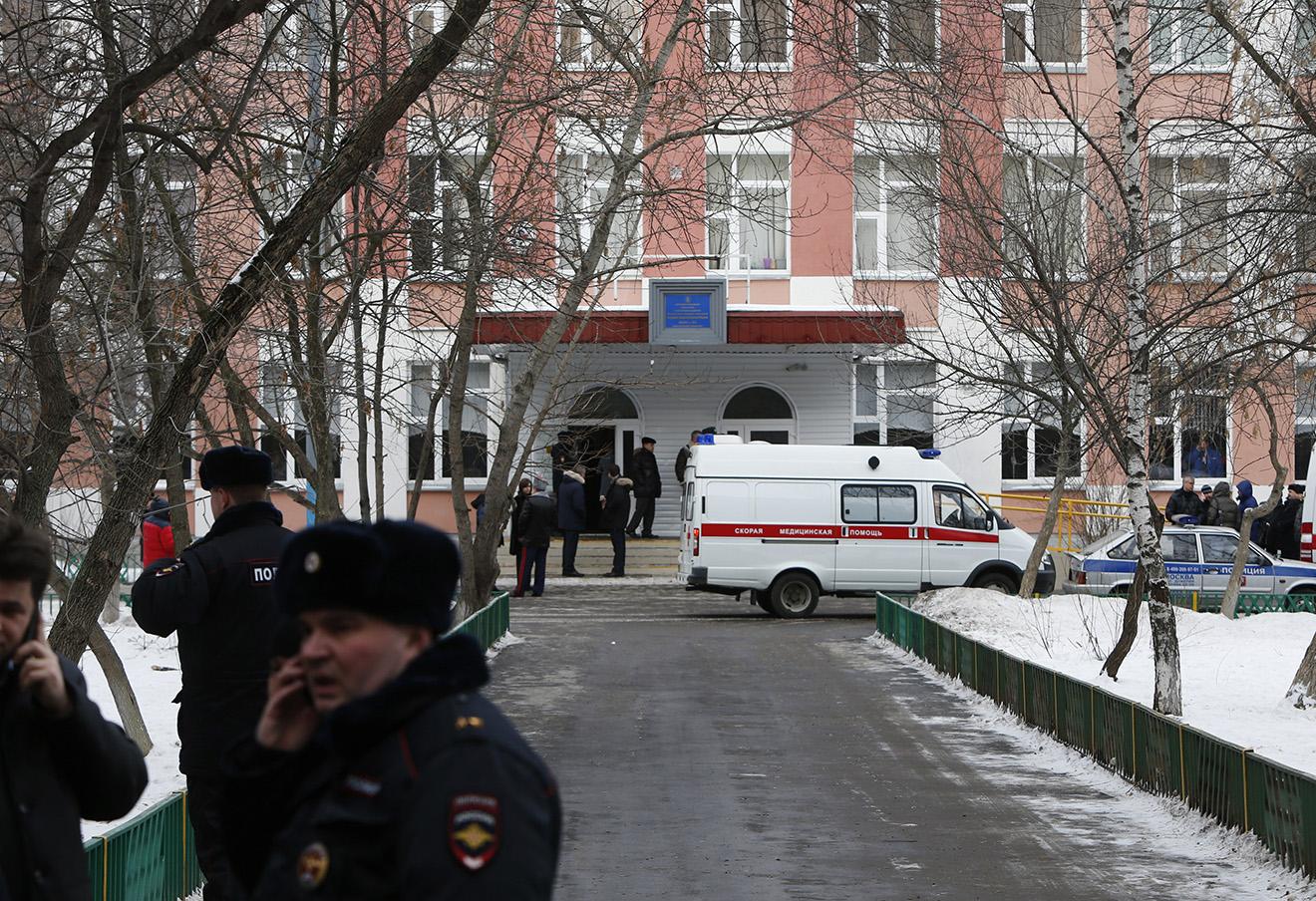 Школа №263 в Отрадном, ученик которой застрелил учителя географии из винтовки. 3 февраля 2014 года.