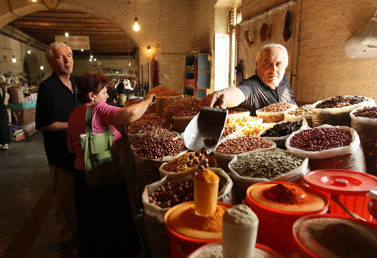 Продуктовый рынок в Тбилиси.