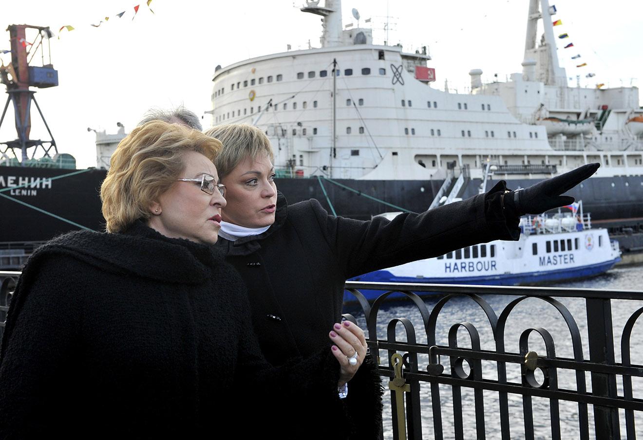 Валентина Матвиенко и губернатор Мурманской области Марина Ковтун (слева направо). Фото: Лев Федосеев / ТАСС