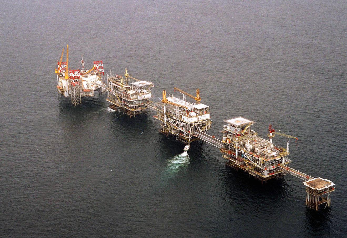 Нефтяная платформа у берегов Кабинды, Ангола.