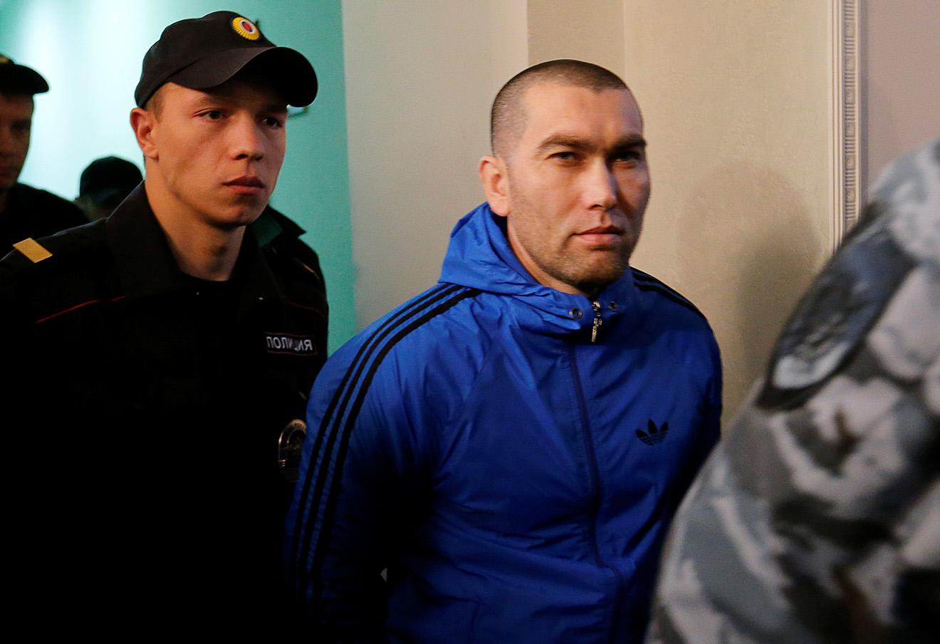 Один из пяти обвиняемых в убийстве Бориса Немцова Анзор Губашев в Московском военном окружном суде. Фото: Максим Змеев / Reuters