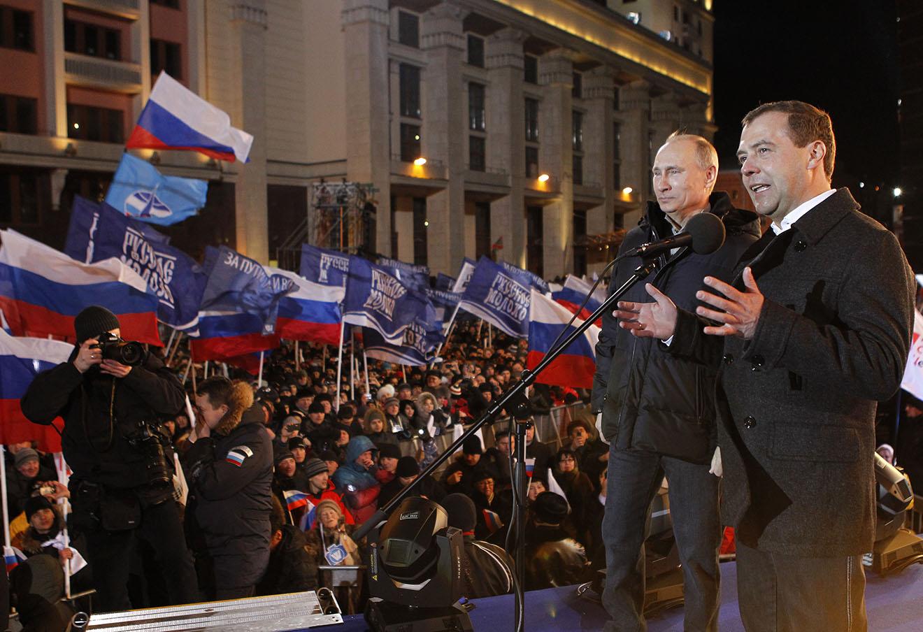 Владимир Путин и Дмитрий Медведев на Манежной площади, 2012 год. Фото: Дмитрий Астахов / ТАСС