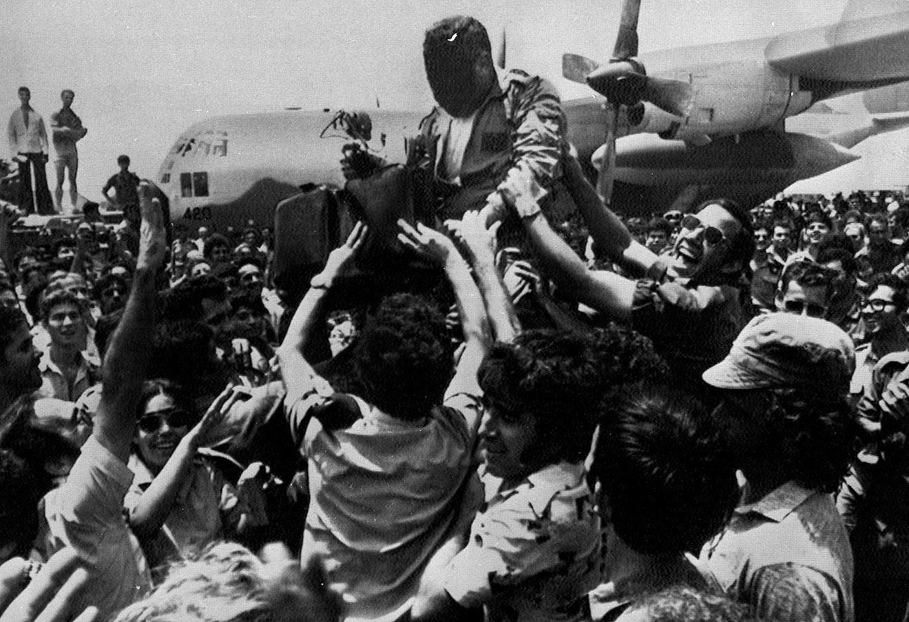 Встреча члена спасательного отряда в аэропорту Тель-Авива, 1976 год.