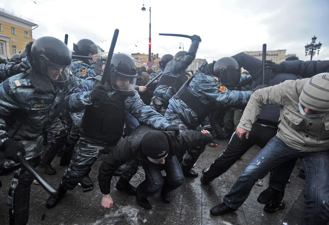 Столкновение сотрудников правоохранительных органов с участниками акции в память о болельщике «Спартака» Егоре Свиридове, 2010 год.