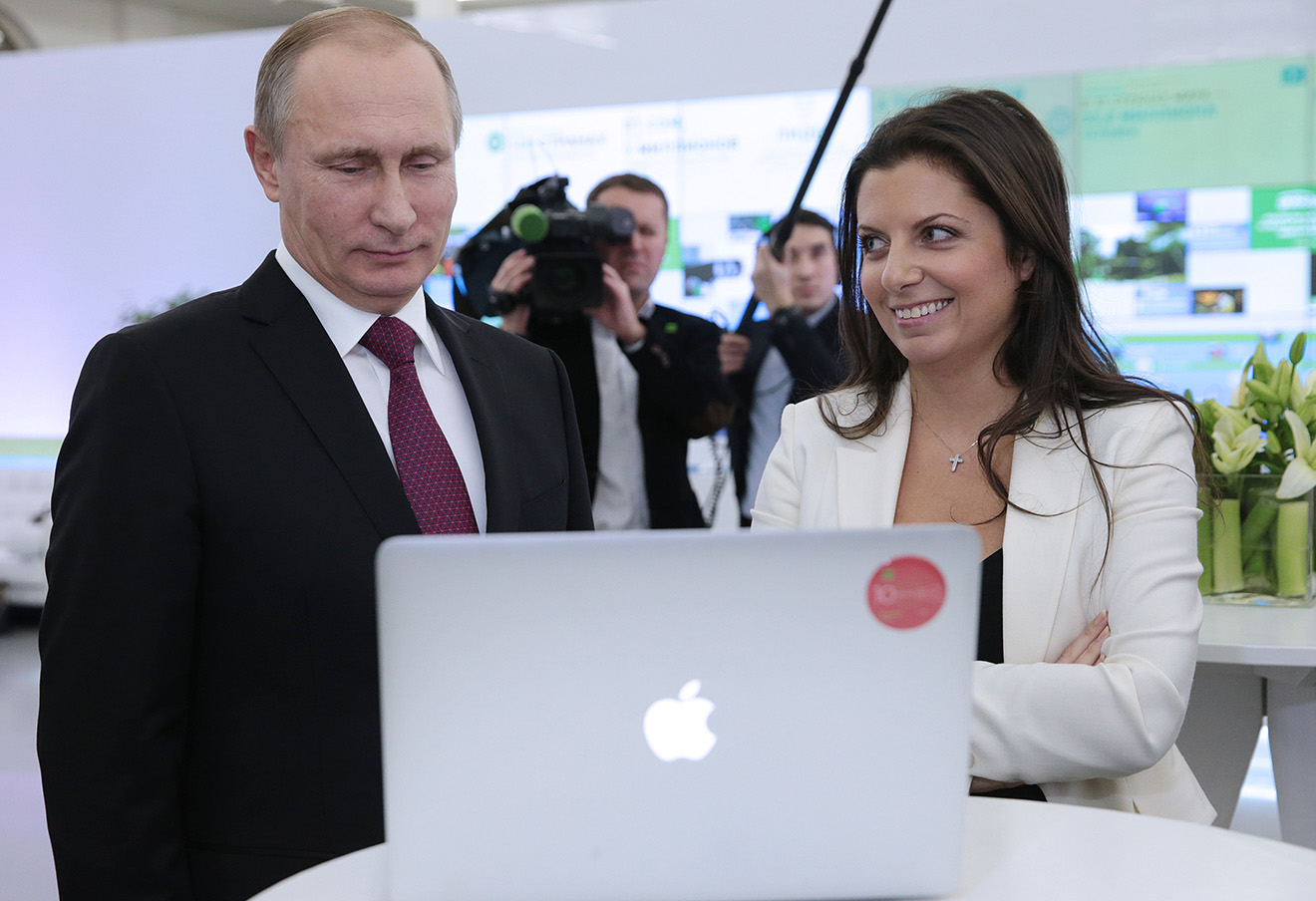 Владимир Путин и главный редактор телекомпании RT Маргарита Симоньян.