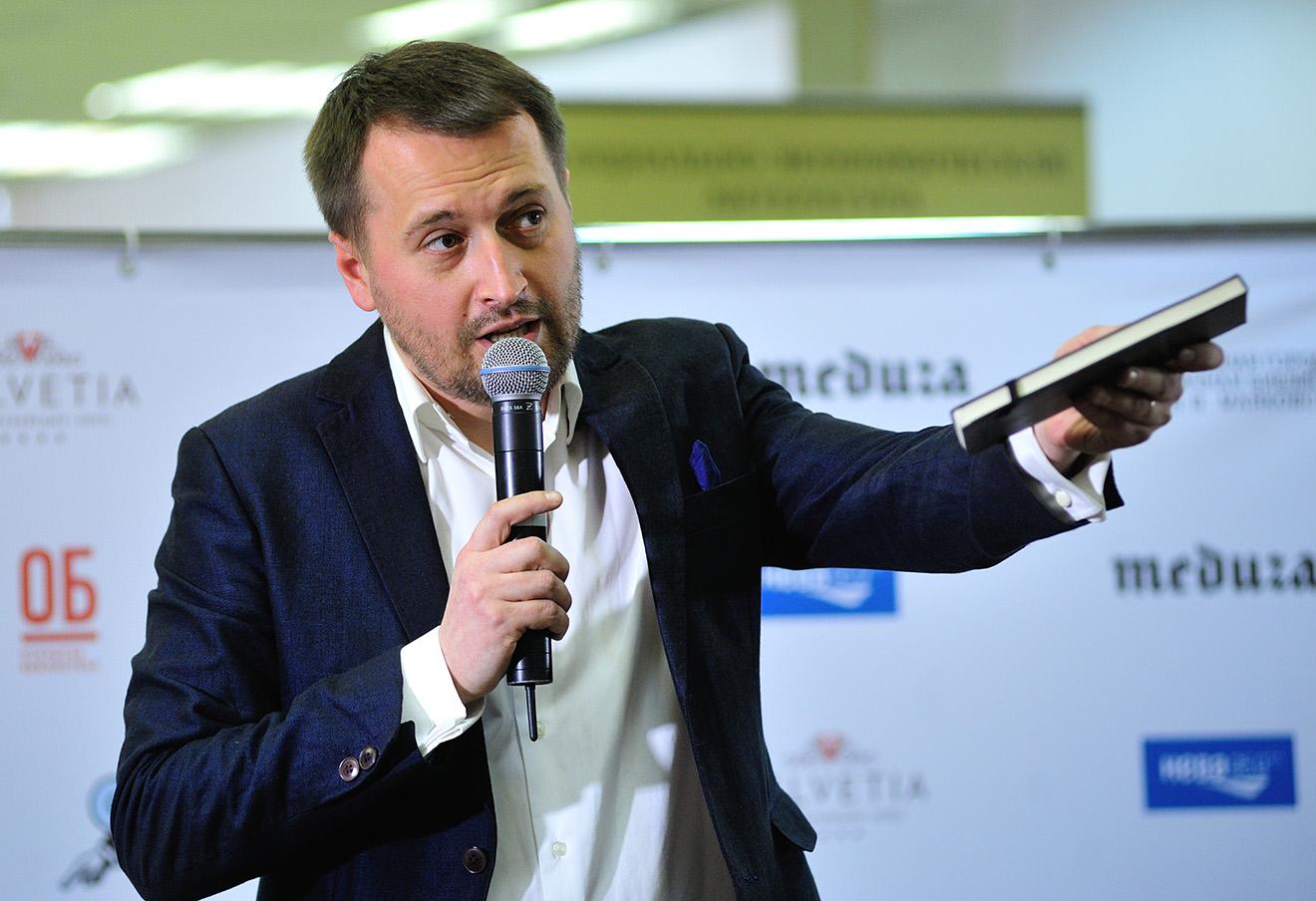 Николай Солодников во время встречи «Мартовские диалоги» в рамках проекта «Открытая библиотека» в библиотеке имени Маяковского.