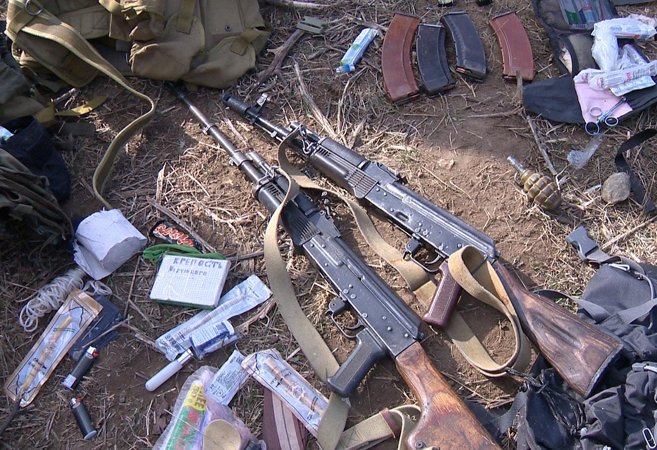 Оружие, изъятое во время контртеррористической операции в Дагестане.