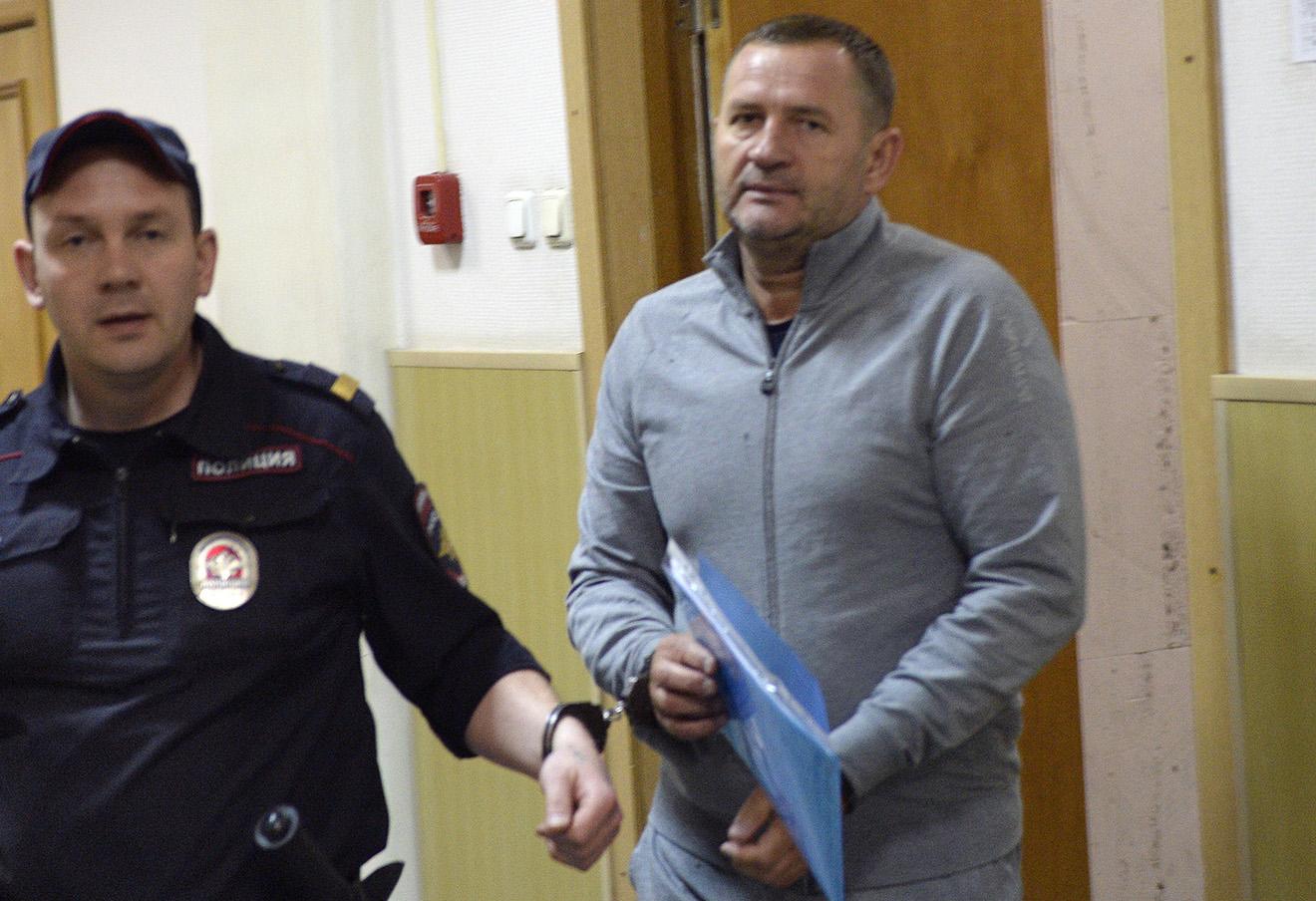 Виктор Филатов после заседания Басманного районного суда. Фото: Сергей Бобылев / Коммерсантъ