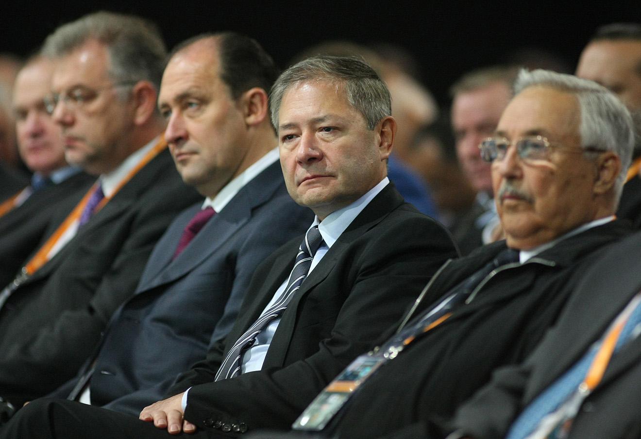 Леонид Рейман (второй справа).