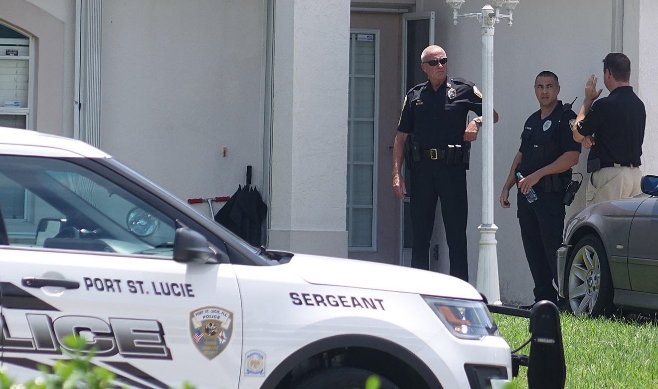 Полиция и ФБР у дома Омара Матина.