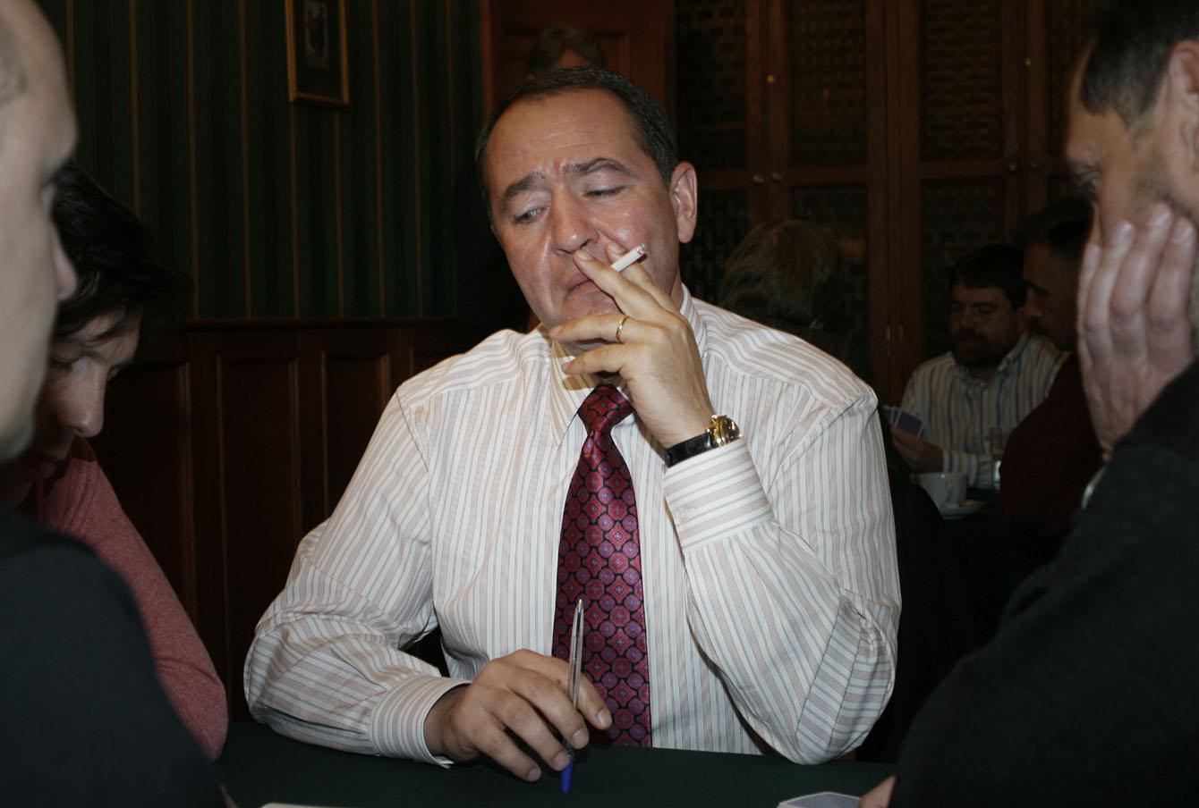 Советник президента Михаил Лесин на покерном турнире в ресторане «Петров-Водкин», 2004 год.
