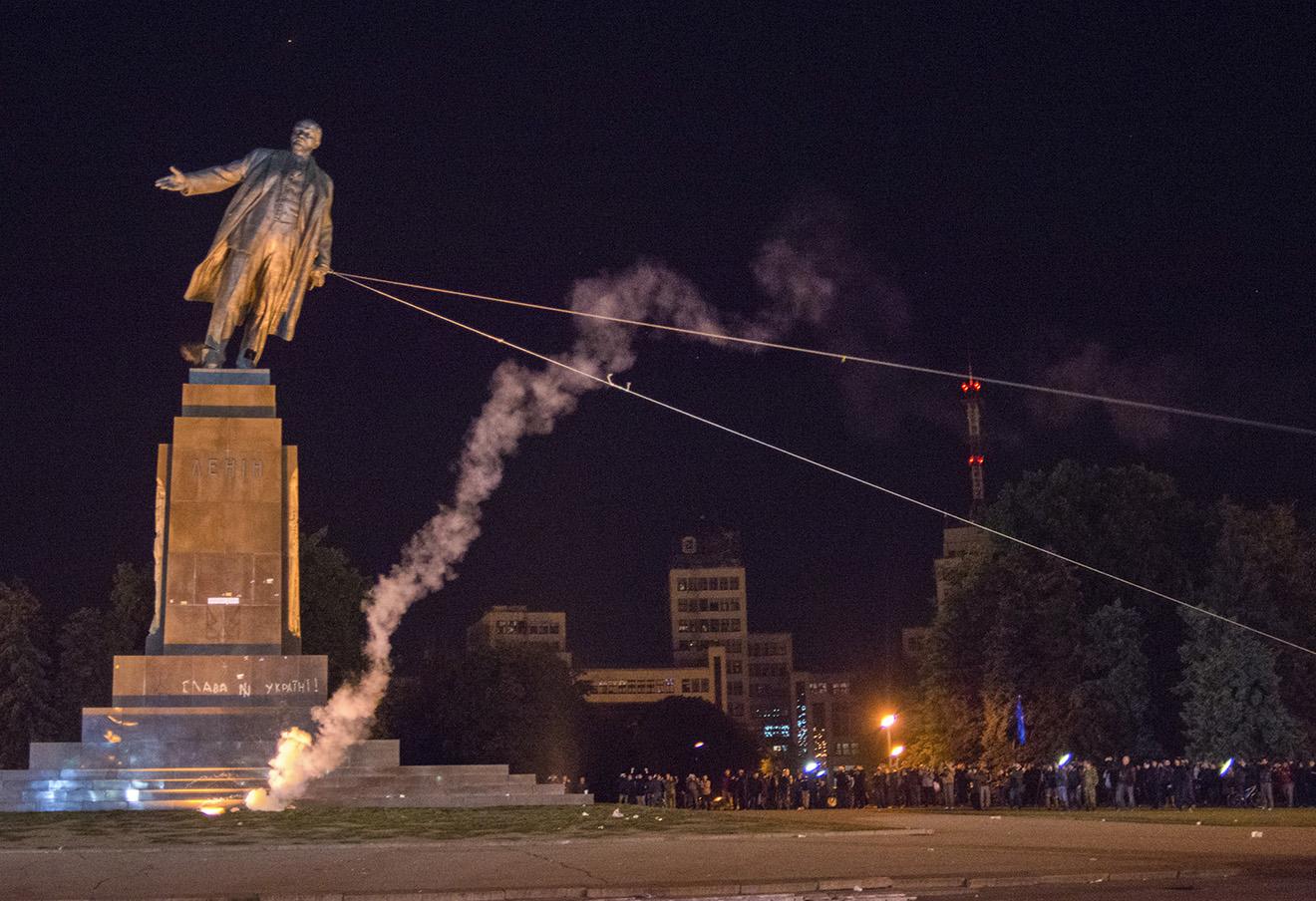 Демонтаж памятника Ленину в Харькове. Украина, 2014 год. Фото: Егор Чекачев / AP / East News