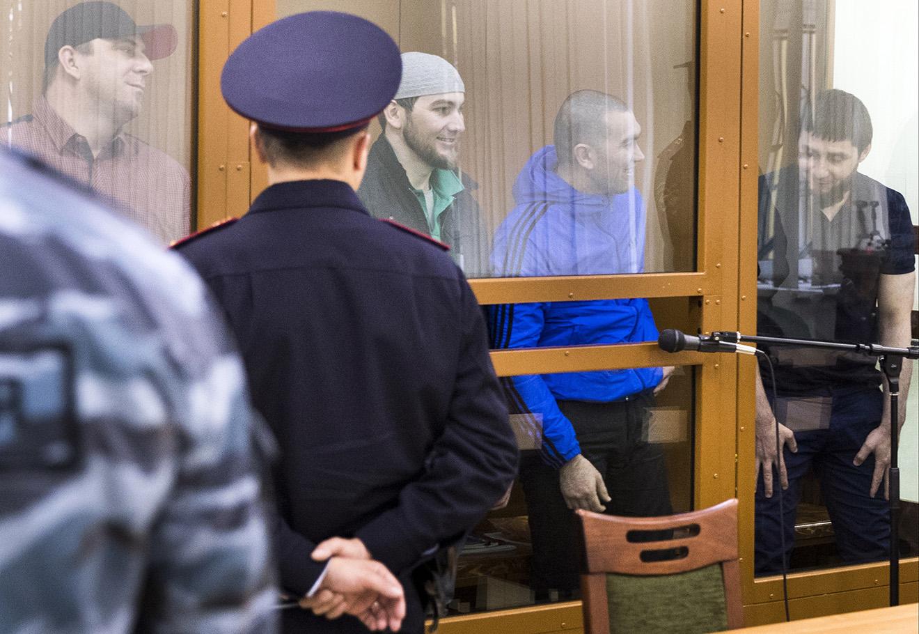 Обвиняемые в убийстве Бориса Немцова в Московском военном окружном суде, 3 октября 2016. Фото: Павел Головкин / AP / East News