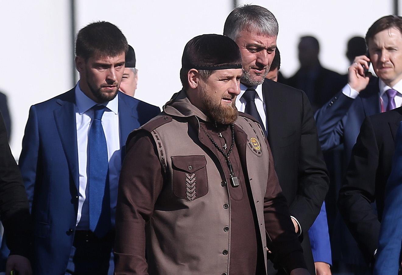 Глава Чечни Рамзан Кадыров (в центре).