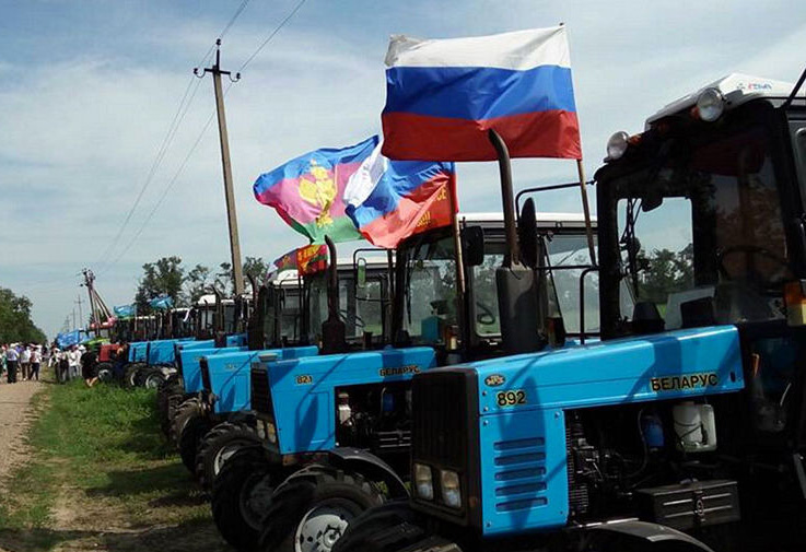 «Тракторный марш». Фото: @melnichenko_va / Twitter