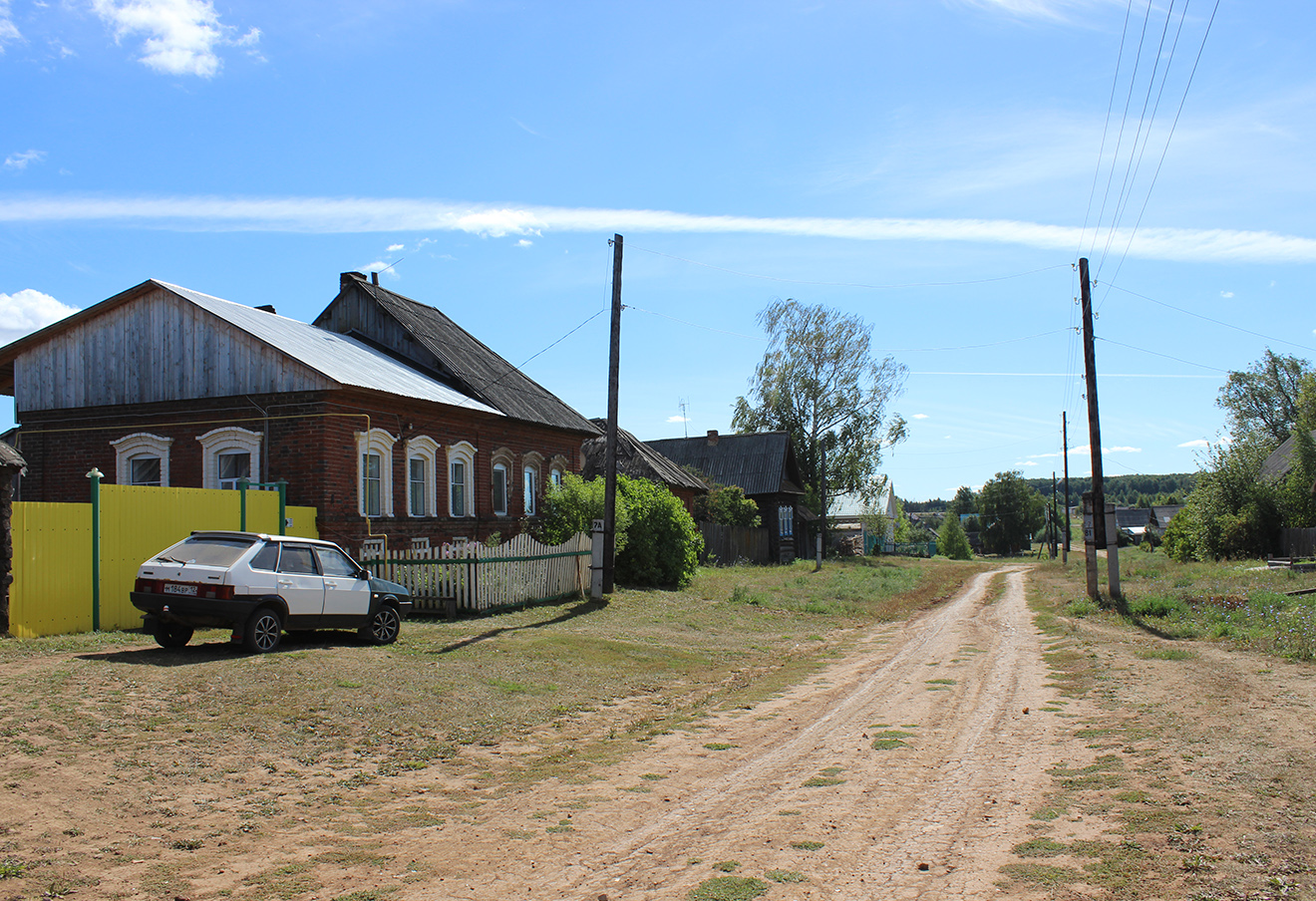 Главная улица деревни Мари-Шолнер. Фото: 7x7-journal.ru