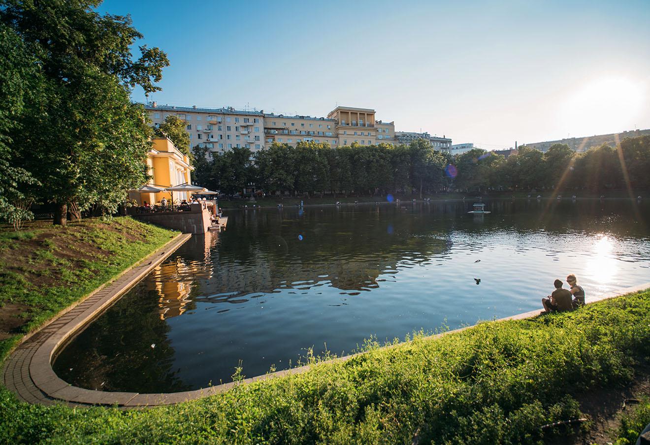 Патриаршие пруды. Фото: Наталья Гарнелис / ТАСС
