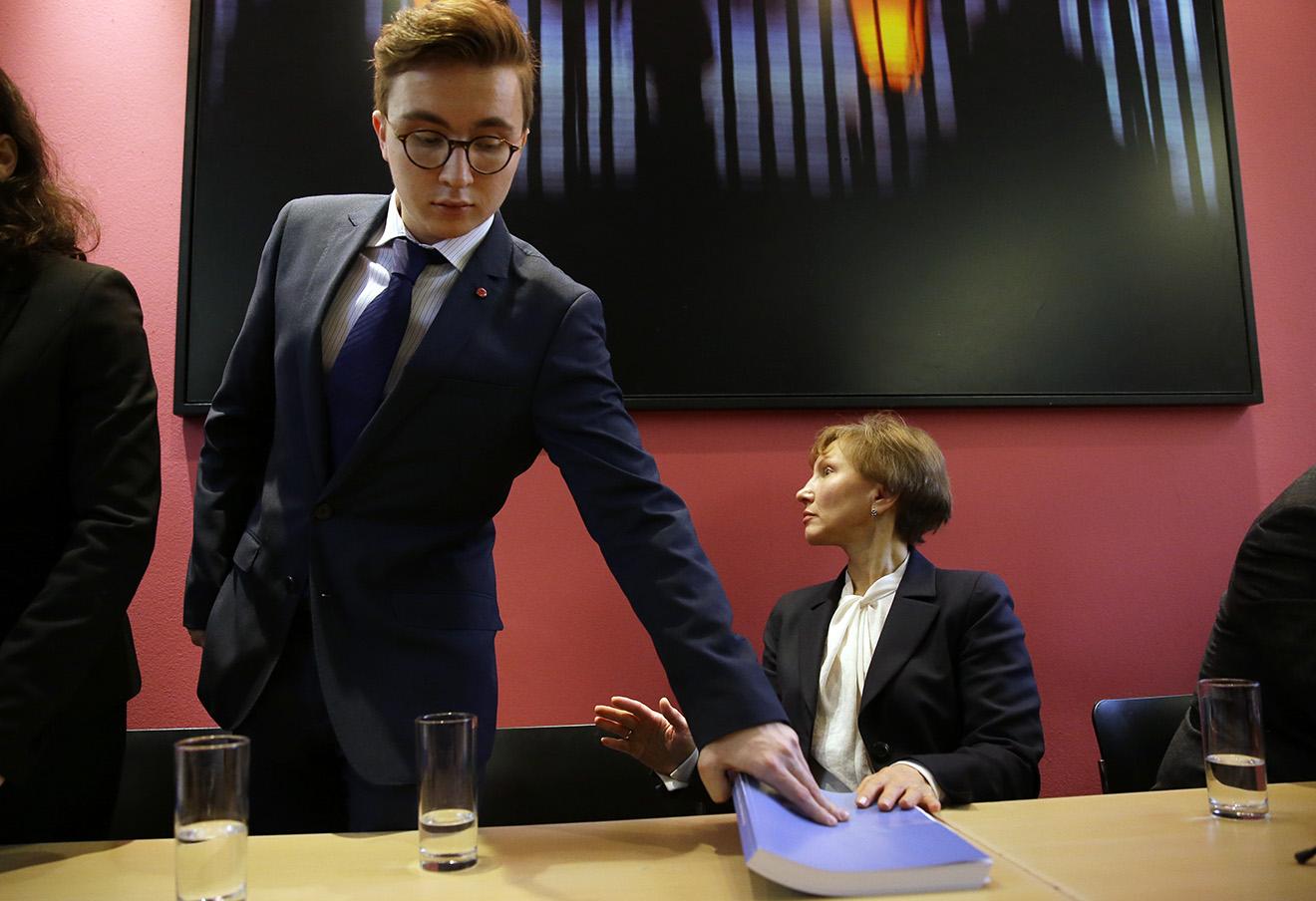 Сын Александра Литвиненко Анатолий и Марина Литвиненко на пресс-конференции в Лондоне, 21 января 2016 года. Фото: Matt Dunham / AP