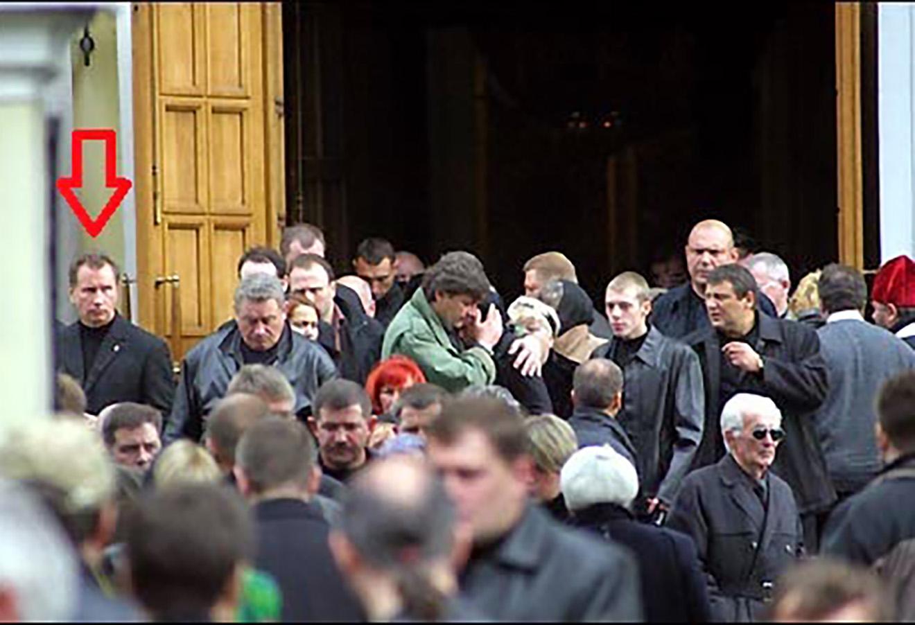 Виктор Золотов на похоронах Романа Цепова.