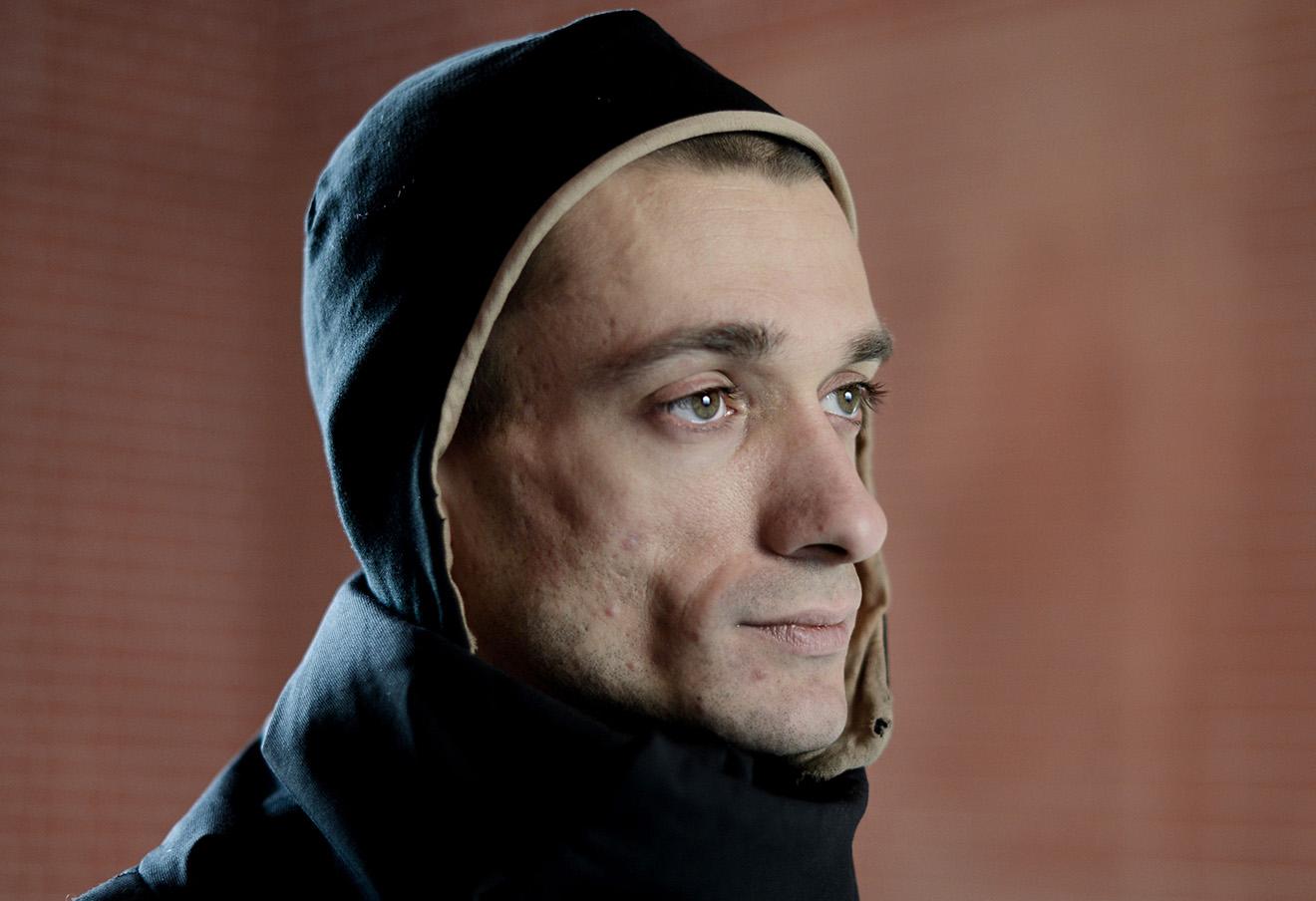 Российские художники выступили в защиту Петра Павленского  Под Дипломом в защиту Петра Павленского устроившего акцию по поджогу дверей ФСБ подписались 128 представителей современного искусства