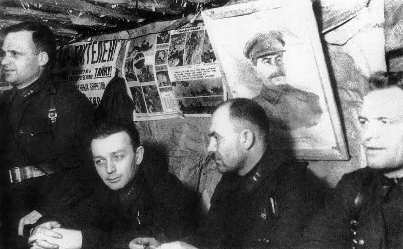 Карельский Фронт. Партсобрание в блиндаже, 1942 год.