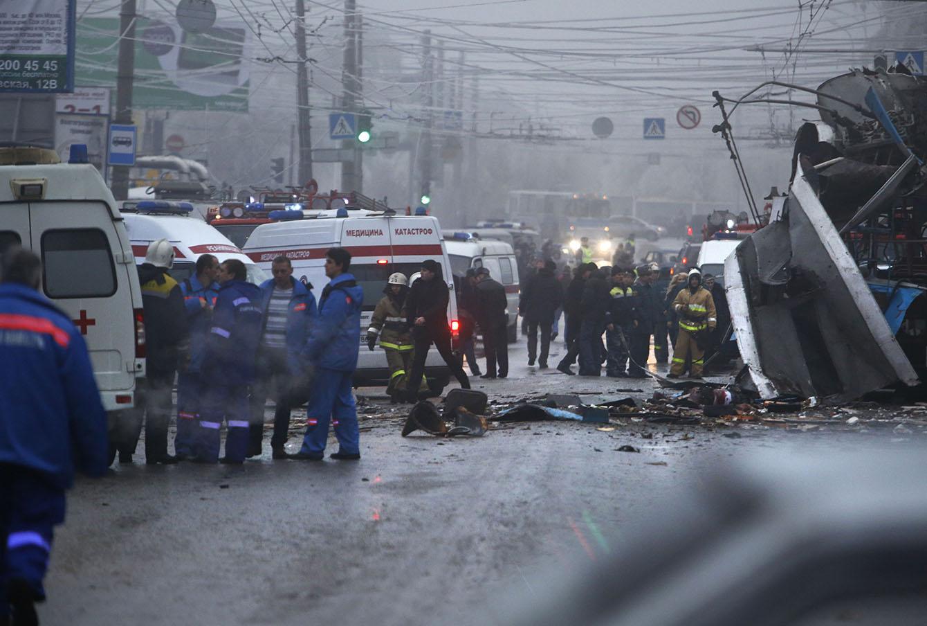 На месте взрыва троллейбуса в Волгограде, декабрь 2013 года.