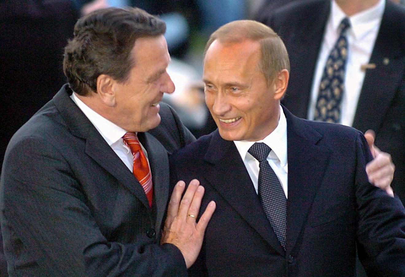 Герхард Шредер и Владимир Путин, 2004 год.